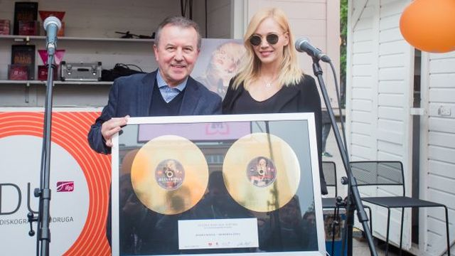 Jeleni Rozgi uručeno zlatno priznanje za album Moderna žena!