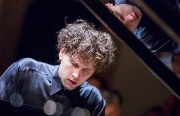 Proslavljeni hrvatski pijanist Aljoša Jurinić prvi put na Sceni Amadeo