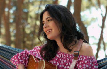 Mia Dimšić s debitantskim albumom na vrhu polugodišnje top liste prodaje