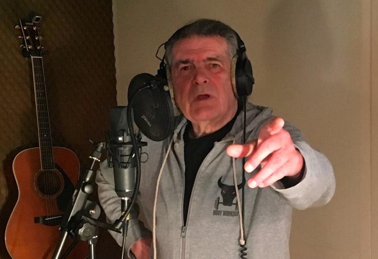 """Dalibor Brun se vratio na glazbenu scenu novom pjesmom """"Teško mi"""""""