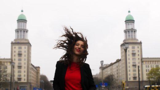 """""""Vrijeme je za ljeto, radost i ljubav"""", poručuje Nela svojim novim singlom"""