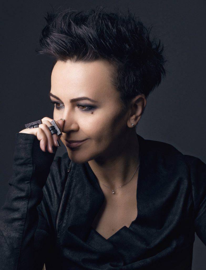"""Dvostruka kruna 15-ogodišnje karijere Amire Medunjanin – album """"Ascending"""" i koncert u pulskoj Areni"""