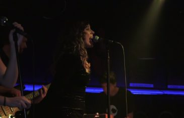 Natali Dizdar otvorila 20. koncertnu sezonu popularnog Saxa