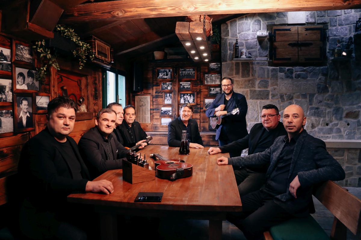 "Nova slavonsko-dalmatinska suradnja! Bosutski bećari i Tomislav Bralić predstavljaju pjesmu ""Tko si ti"""