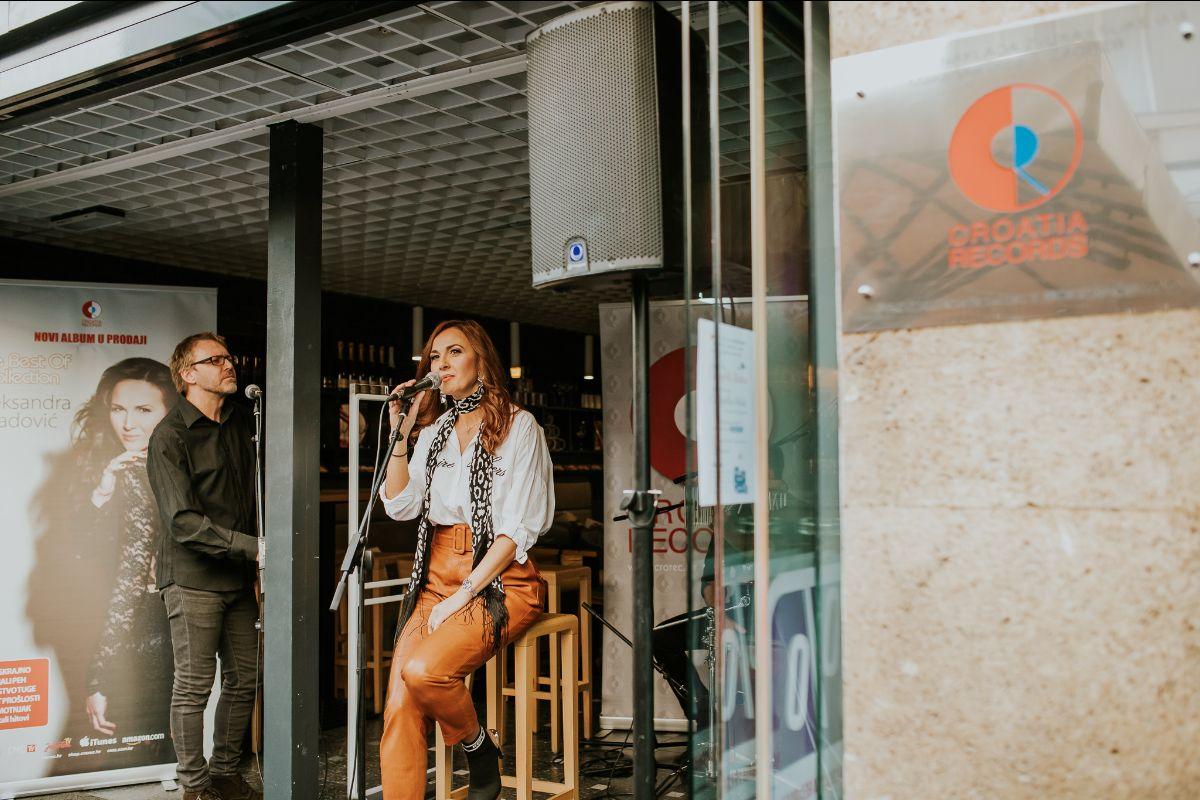 """Regionalna pop zvijezda Aleksandra Radović u Zagrebu – predstavljeno izdanje """"The Best of Collection"""""""