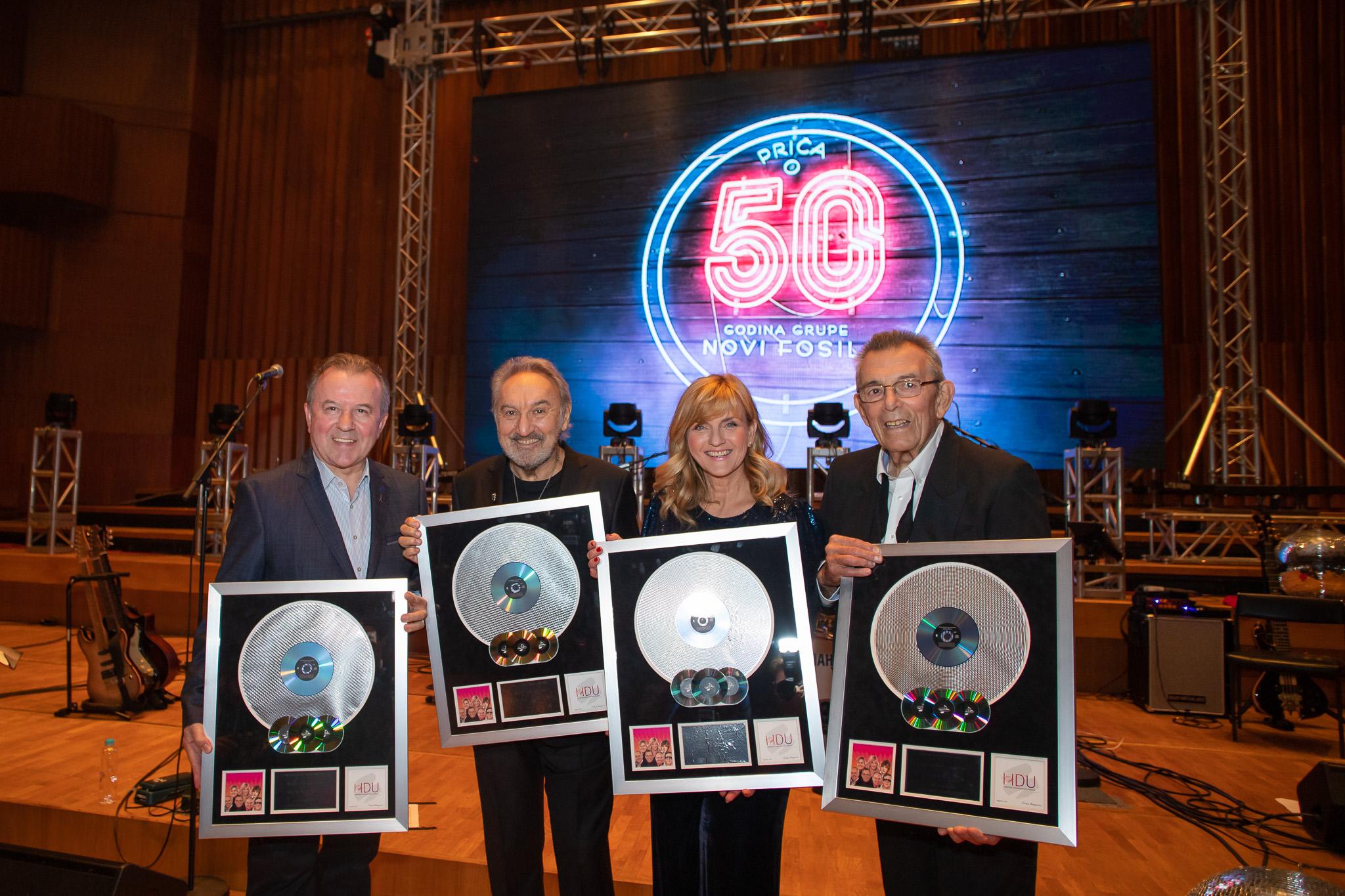Novi fosili s dva koncerta u Lisinskom proslavili 50 godina i dobili Multi-platinum award HDU-a