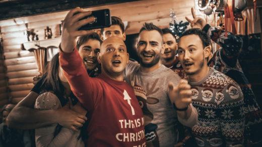 """Ljubavnici objavili božićnu pjesmu """"Poljubi me ovog Božića"""""""