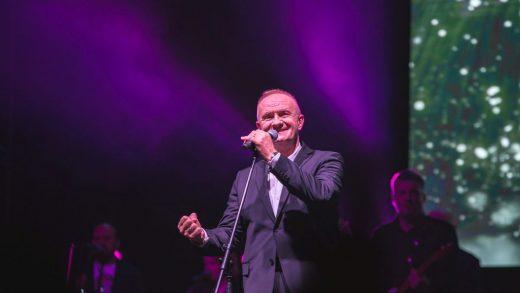 Mate Bulić spektaklom u Zagrebu završio turneju Ja sam na vas ponosan