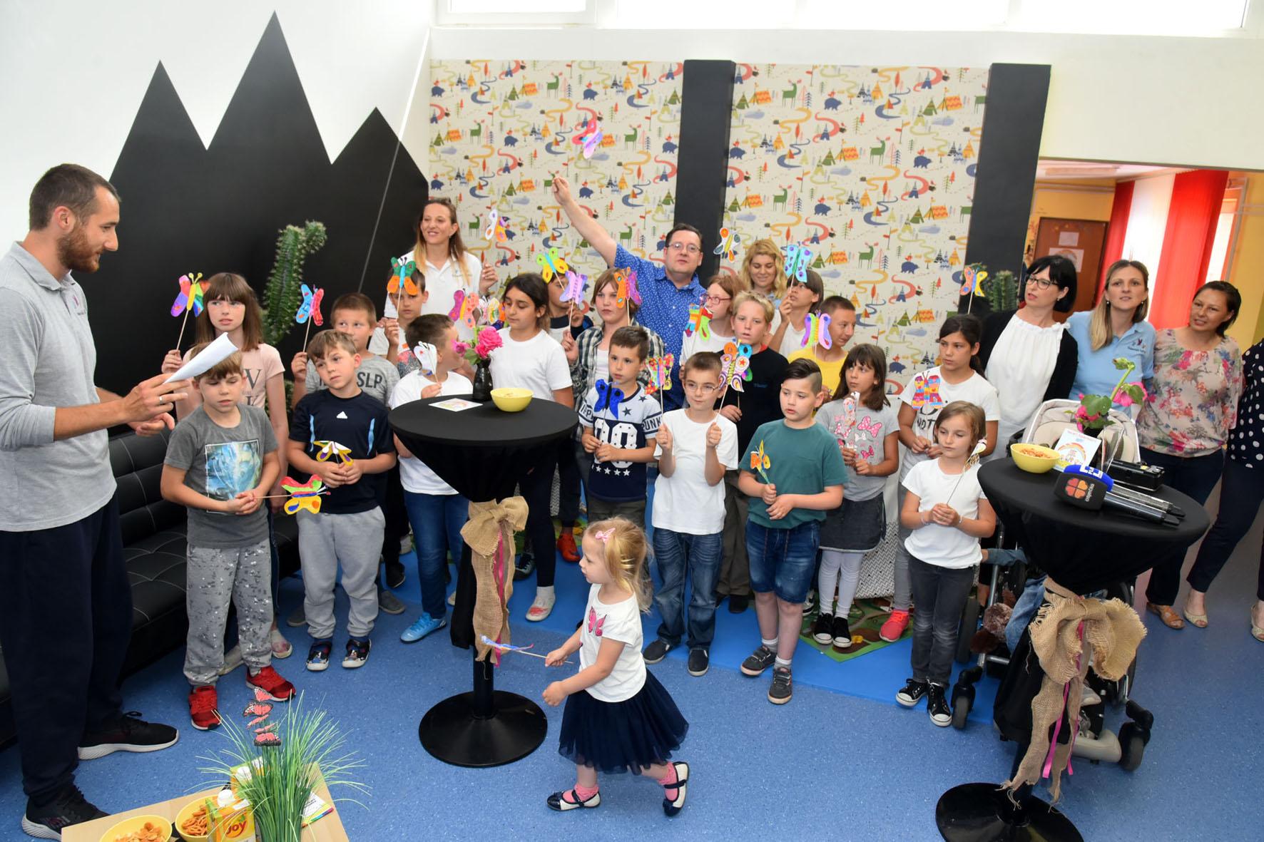 U udruzi Vukovarski leptirići predstavljeni humanitarna pjesma i spot Leptiri Band Aida i Rockoko Orchestra
