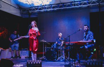 """Bloom u svom Šibeniku ispred kluba Azimut i koncertno predstavili prvi album """"U vremenu što ostaje"""""""