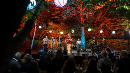 """Garden live"" – Mia Dimšić"